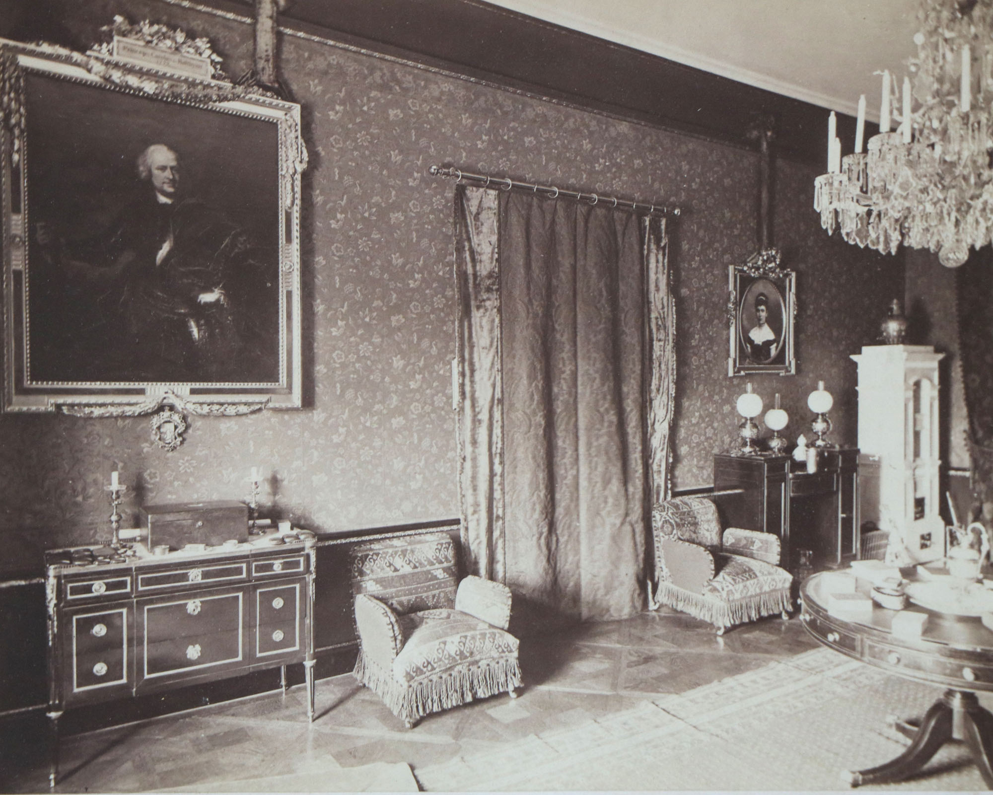 Kastélybelső az 1880-as évekből