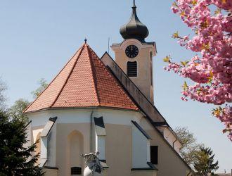IV. Béla szobor és a katolikus templom Körmenden