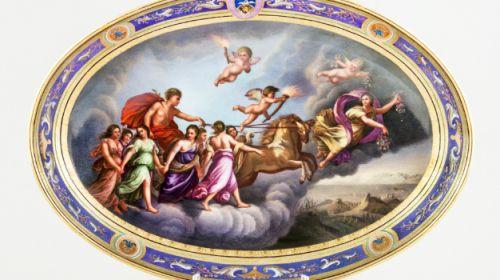 Dísztál Guido Reini 'Aurora' című kompozíciójával és Batthyány címerrel